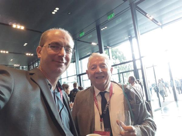 Os professores Marcos Augusto Maliska e Luiz Fernando Coelho no evento realizado na Suíça.