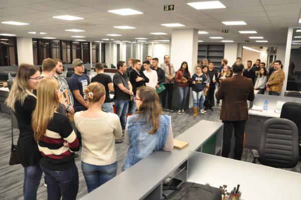O curso de Administração promove diversas ações, tanto no Cesul quanto em outros locais.  Na foto, em uma das visitas técnicas realizadas na Cresol.