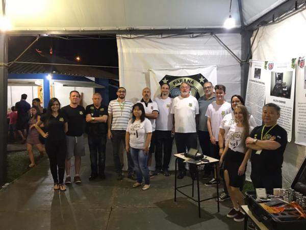 Alguns acadêmicos de Direito do Cesul e profissionais da Polícia Científica, divulgando o trabalho do IML e do Instituto de Criminalística, na Expobel.